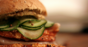 Lækker ribbenstegsandwich uddanner modtageren